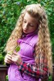 Retrato de una muchacha al aire libre Fotografía de archivo libre de regalías