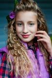 Retrato de una muchacha al aire libre Foto de archivo