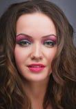 Retrato de una muchacha atractiva hermosa, maquillaje, moda, belleza fotos de archivo libres de regalías