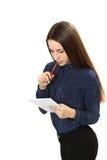 Retrato de una muchacha con el cuaderno y la pluma Fotografía de archivo libre de regalías
