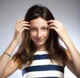 Retrato de una muchacha con el pelo marrón Imagen de archivo libre de regalías