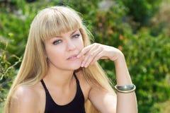 Retrato de una muchacha con los ojos azules Imagen de archivo libre de regalías