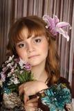 Retrato de una muchacha con un lirio Imágenes de archivo libres de regalías