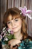 Retrato de una muchacha con un lirio Imagen de archivo libre de regalías