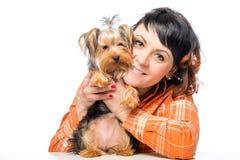 Retrato de una muchacha con Yorkshire Terrier Imagenes de archivo