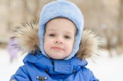 Retrato de una muchacha de tres años en el invierno Fotografía de archivo libre de regalías