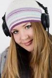 Retrato de una muchacha en auriculares Fotografía de archivo