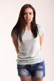Retrato de una muchacha en una camiseta blanca Foto de archivo libre de regalías