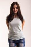 Retrato de una muchacha en una camiseta blanca Foto de archivo