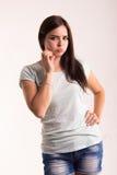 Retrato de una muchacha en una camiseta blanca Fotografía de archivo libre de regalías