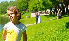 Retrato de una muchacha en el fondo de la sesión de foto de la boda imagen de archivo libre de regalías