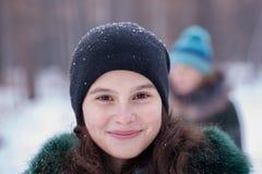Retrato de una muchacha en invierno Foto de archivo libre de regalías