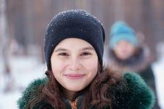 Retrato de una muchacha en invierno Imágenes de archivo libres de regalías