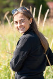 Retrato de una muchacha en los oídos de gafas de sol Fotos de archivo libres de regalías