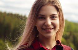 Retrato de una muchacha en un día asoleado Imagenes de archivo