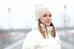 Retrato de una muchacha en un fondo suave imágenes de archivo libres de regalías