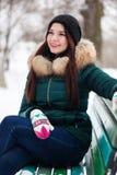 Retrato de una muchacha en un parque del invierno Imágenes de archivo libres de regalías