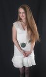 Muchacha en un vestido blanco Foto de archivo libre de regalías