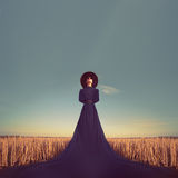 Retrato de una muchacha en un vestido negro en el bosque Fotografía de archivo libre de regalías