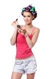 Retrato de una muchacha feliz del adolescente que hace su maquillaje Imagen de archivo libre de regalías