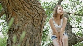 Retrato de una muchacha hermosa almacen de video