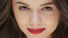 Retrato de una muchacha hermosa almacen de metraje de vídeo
