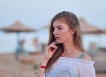 Retrato de una muchacha hermosa imagen de archivo libre de regalías