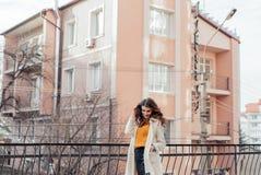 Retrato de una muchacha hermosa al aire libre Fotografía de archivo