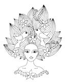 Retrato de una muchacha hermosa con el pelo largo con la flor y el pájaro Foto de archivo libre de regalías