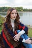 Retrato de una muchacha hermosa con el pelo marrón largo Imágenes de archivo libres de regalías
