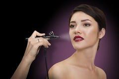 Retrato de una muchacha hermosa con maquillaje Componga con el aerógrafo Fotografía de archivo