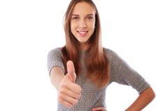 Retrato de una muchacha hermosa, confiada y alegre que muestra thu Imágenes de archivo libres de regalías