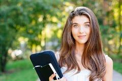 Retrato de una muchacha hermosa del estudiante Fotografía de archivo