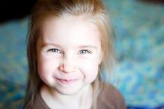 Retrato de una muchacha hermosa del liitle Foto de archivo libre de regalías