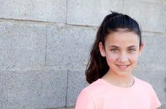 Retrato de una muchacha hermosa del preadolescente con los ojos azules Fotos de archivo libres de regalías