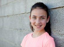Retrato de una muchacha hermosa del preadolescente con los ojos azules Imágenes de archivo libres de regalías