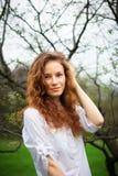 Retrato de una muchacha hermosa del redhead Imagen de archivo