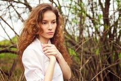 Retrato de una muchacha hermosa del redhead Foto de archivo