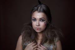 Retrato de una muchacha hermosa en el estilo del indio Fotos de archivo libres de regalías