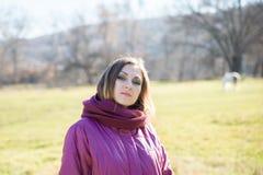 Retrato de una muchacha hermosa joven imagen de archivo libre de regalías