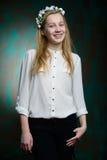 Retrato de una muchacha hermosa rubia joven Fotografía de archivo libre de regalías