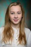 Retrato de una muchacha hermosa rubia joven Foto de archivo libre de regalías