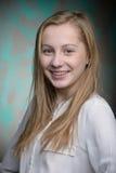 Retrato de una muchacha hermosa rubia joven Imágenes de archivo libres de regalías