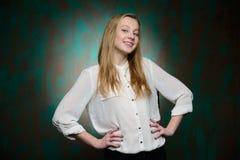 Retrato de una muchacha hermosa rubia joven Fotos de archivo libres de regalías