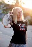 Retrato de una muchacha joven del patinador Fotos de archivo libres de regalías