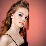 Retrato de una muchacha joven hermosa del adolescente Imagen de archivo libre de regalías