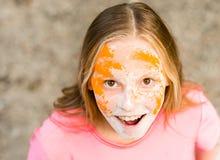 Retrato de una muchacha para el festival indio de los colores Holi Imagen de archivo