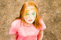 Retrato de una muchacha para el festival indio de los colores Holi Fotografía de archivo libre de regalías
