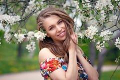 Retrato de una muchacha rubia hermosa en colores Foto de archivo libre de regalías