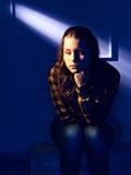 Retrato de una muchacha sola que piensa en algo Imagen de archivo libre de regalías